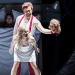 _Frau_ in Alfred Schnittkes _Leben mit einem Idioten_, Stadttheater Gießen, Bernd Könnes als _Wowa_