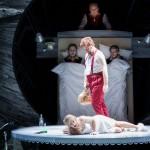 _Frau_ in Alfred Schnittkes _Leben mit einem Idioten_, Stadttheater Gießen, Bernd Könnes als _Wowa__2