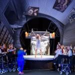 _Frau_ in Alfred Schnittkes _Leben mit einem Idioten_, Stadttheater Gießen, Gabriel Urrutia als _Ich_